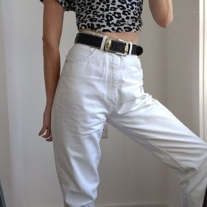 Levi's High Waisted Mom Jeans in WHITE